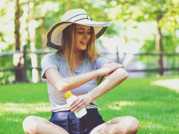 Best Ways To Protect Yourself From the Sun While Outside